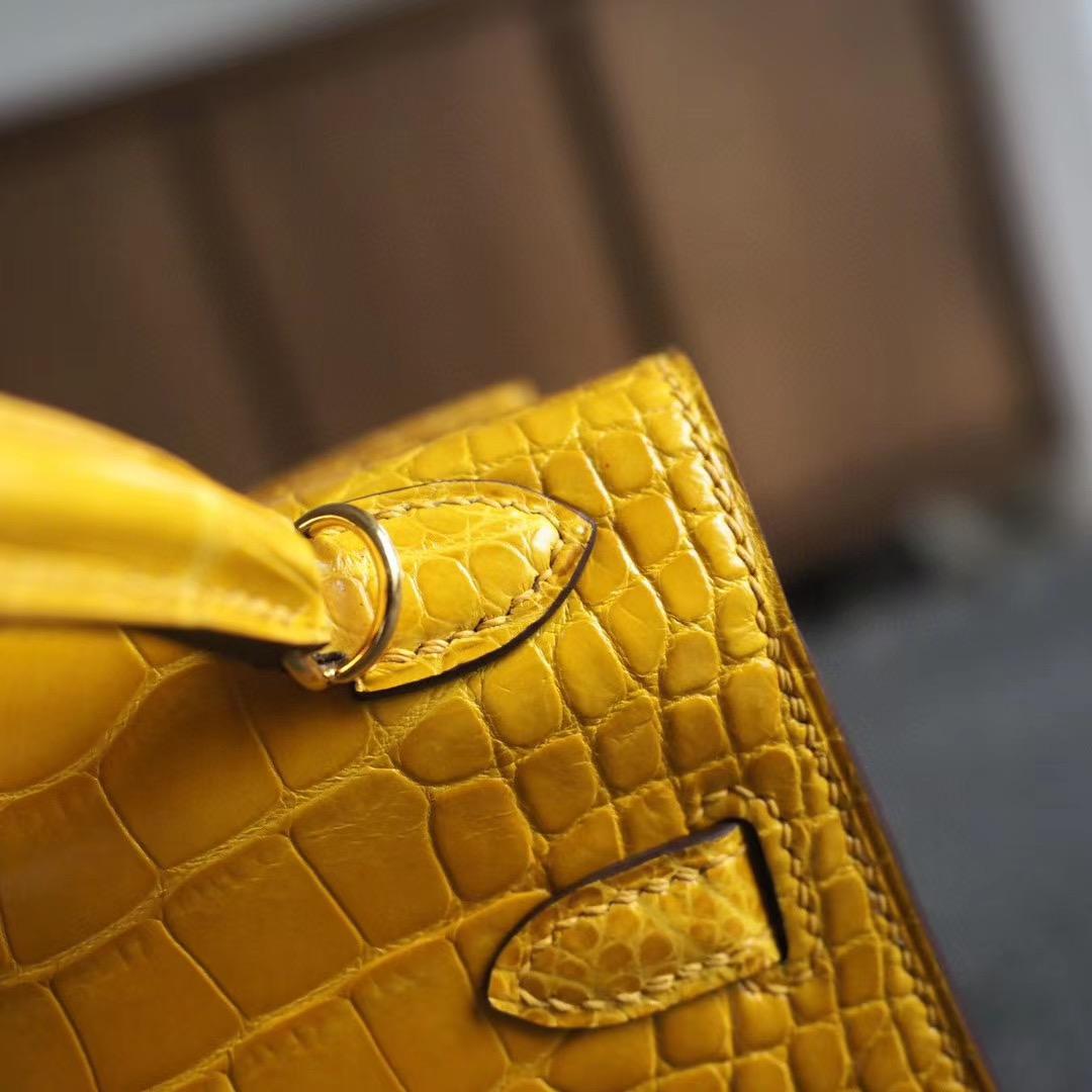 爱马仕官网 Mini Kelly 二代 9D琥珀黄 亮面方块鳄鱼 金扣